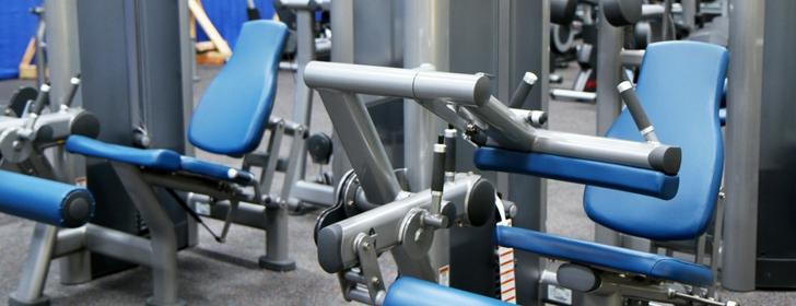 スポーツジム トレーニングマシン