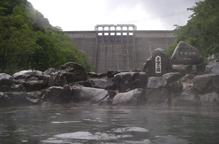 湯原温泉 子宝の湯から見る湯原ダム