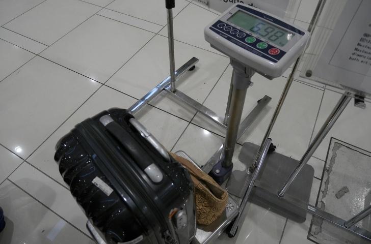 ピーチ空港 手荷物受託カウンター スーツケース
